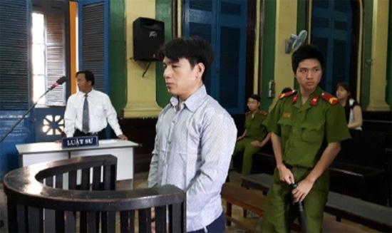 Đặng Văn Tuấn tại tòa.