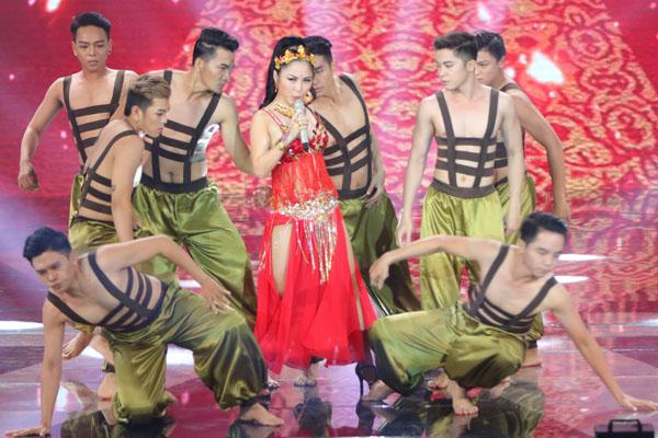 Team Hương Tràm mang đến ca khúc 'Hãy mang đi xa' mang màu sắc Trung Đông cuốn hút.