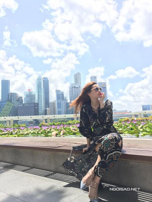 ho-ngoc-ha-gian-di-van-cuon-hut-o-singapore-2