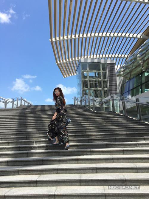 ho-ngoc-ha-gian-di-van-cuon-hut-o-singapore-5