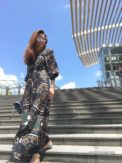 ho-ngoc-ha-gian-di-van-cuon-hut-o-singapore-6