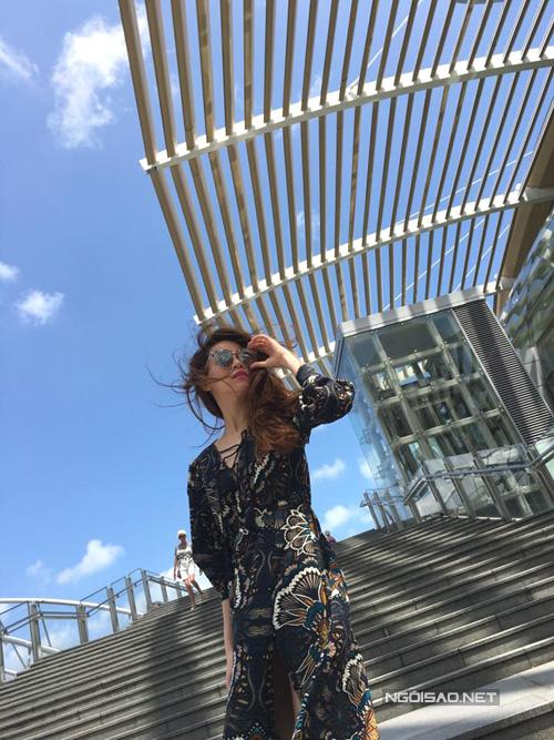 ho-ngoc-ha-gian-di-van-cuon-hut-o-singapore-7