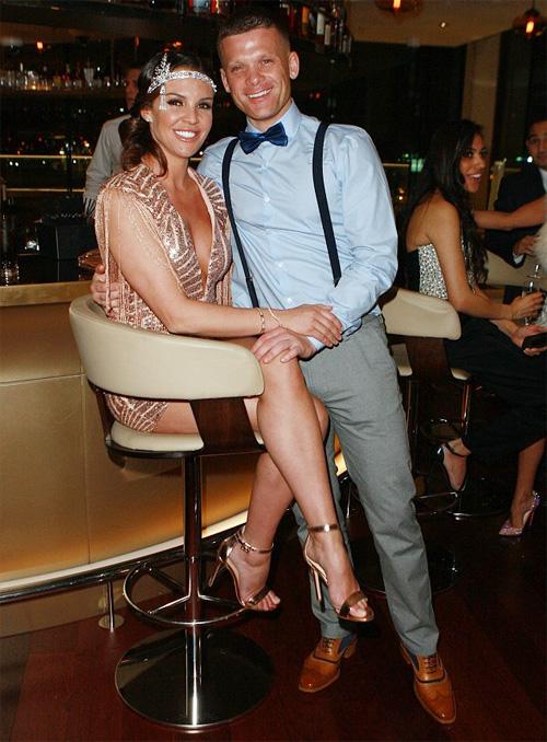 Người đẹp Danielle Lloyd hạnh phúc bên chồng sắp cưới Michael O'Neil.