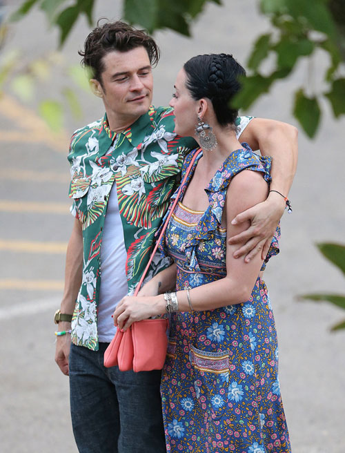 orlando-bloom-hon-cuong-say-katy-perry-tren-bai-bien-4
