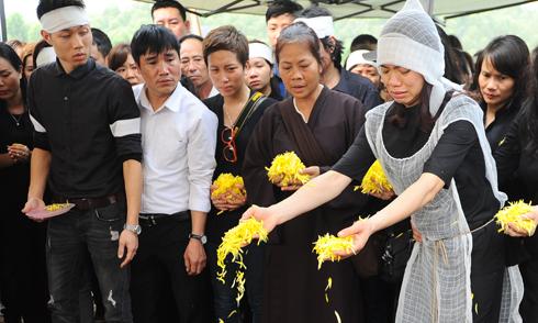 Trần Lập trở về đất mẹ trong tiếng tụng kinh