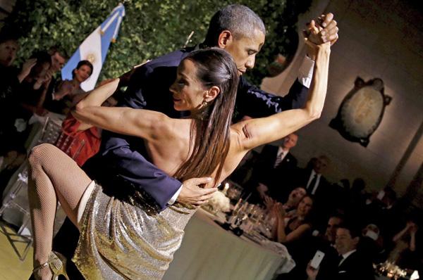 tong-thong-obama-nhay-tango-voi-vu-cong-argentina