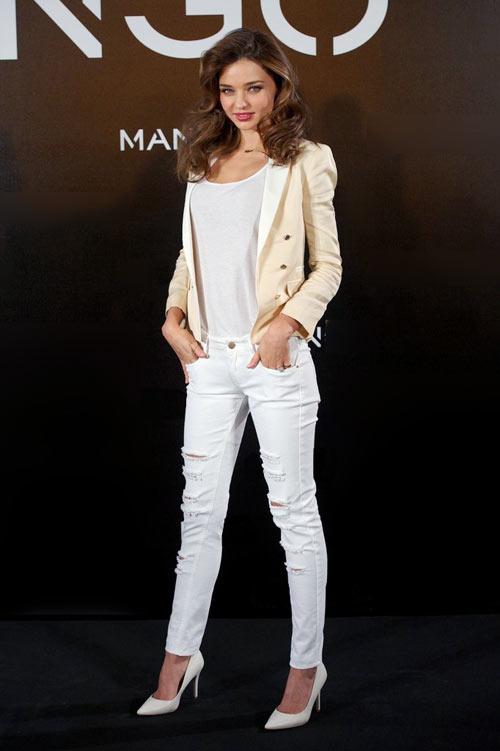 mix-ao-thun-trang-va-quan-jeans-dep-nhu-sao-4