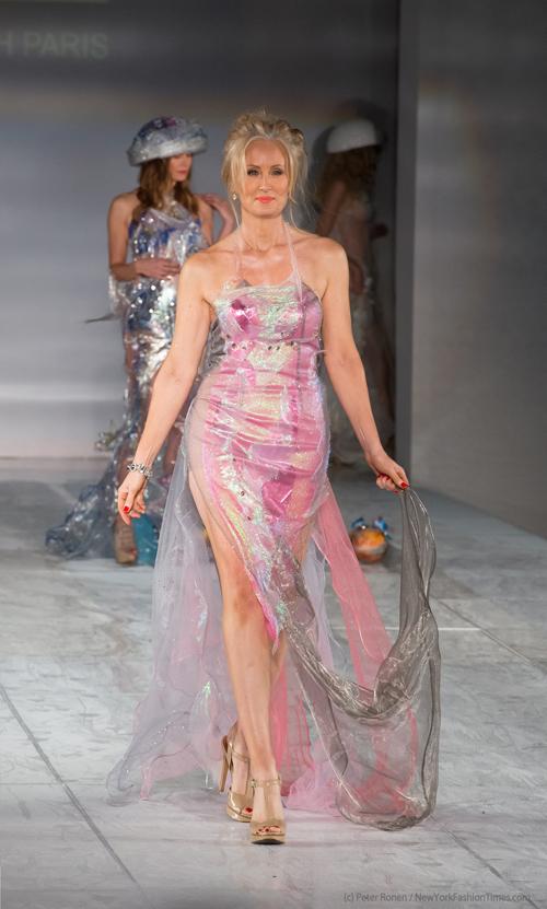 Show diễn năm nay của nhà thiết kế tại Mỹ thu hút sự chú ý rất lớn của truyền thông nước Mỹ khi có sự góp mặt của biên tập viên các tạp chí hàng đầu như Vogue, Glamour, Los Angeles Times, WWD, LA Fashion Magazine, New York Fashion Times, Hollywood Times