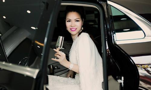 Hoa hậu quý bà sắm xe hơn 10 tỷ đồng