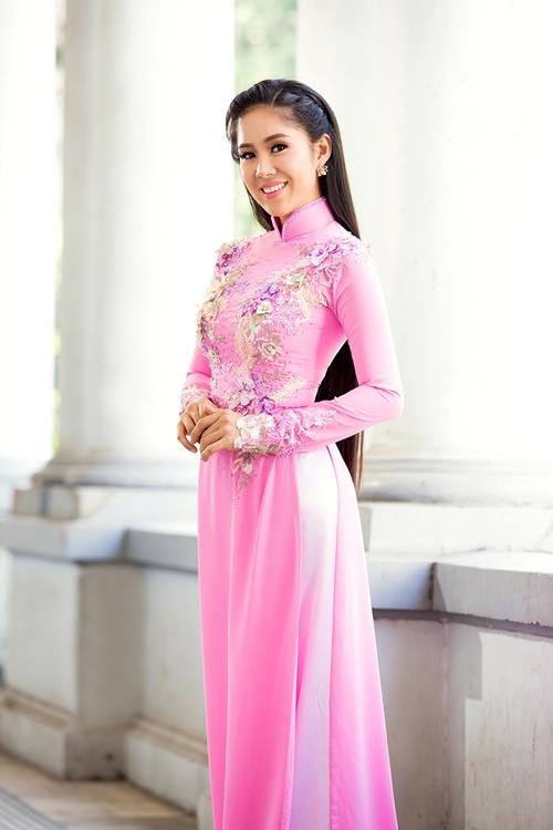 le-phuong-duyen-dang-voi-ao-dai-mua-ha-9