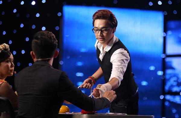 tay-trong-nhi-dot-chay-san-khau-got-talent-10