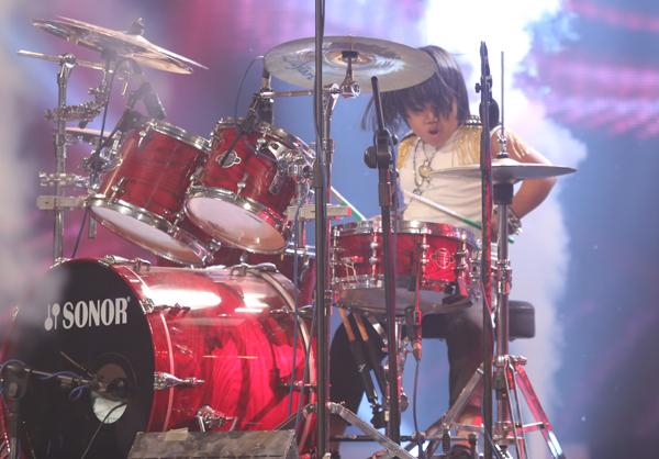 tay-trong-nhi-dot-chay-san-khau-got-talent-14