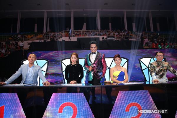 Đêm bán kết diễn ra vào tối 2/4 có chủ đề 'Những vũ điệu của Việt Nam và quốc tế'.