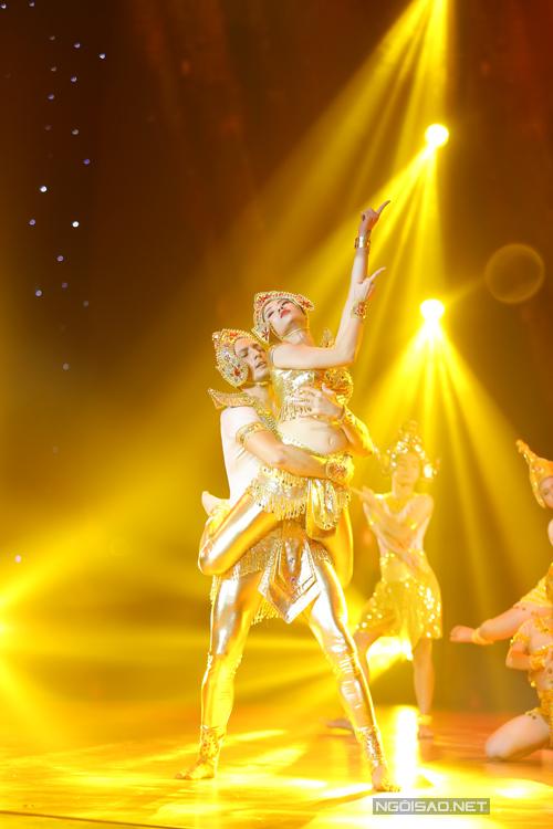 Khánh Thi khen ngợi Hồng Quế sáng sân khấu khi hoá nữ thần của dân tộc Chàm và có những động tác múa rất khó từ tư thế đến việc nén chân. Cũng như Khánh Thi, Trần Ly Ly hài lòng với biểu hiện của 'học trò'. Riêng Giám khảo Chí Anh và Hồng Việt lại tiếc nuối cho cô khi các điệu nhảy dance sport còn hơi lỏng, chưa chắc chắn. Hai giám khảo nam hy vọng, nếu có cơ hội bước vào đêm chung kết, Hồng Quế sẽ rèn luyện tốt hơn phần dance sport. Tổng điểm cho tiết mục của nữ người mẫu là 38,5.