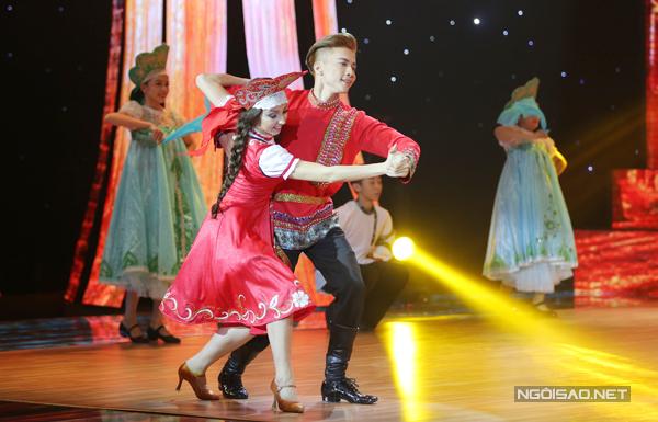 Mở màn liveshow 5 là ST với tiết mục múa dân gian của nước Nga, kết hợp Quickstep và Jive. Tiết mục của thành viên 365 được ban giám khảo yêu thích. Chí Anh cho rằng, nếu ST không làm ca sĩ thì chắc chắn anh sẽ là một vũ công giỏi. Anh thốt lên rằng: