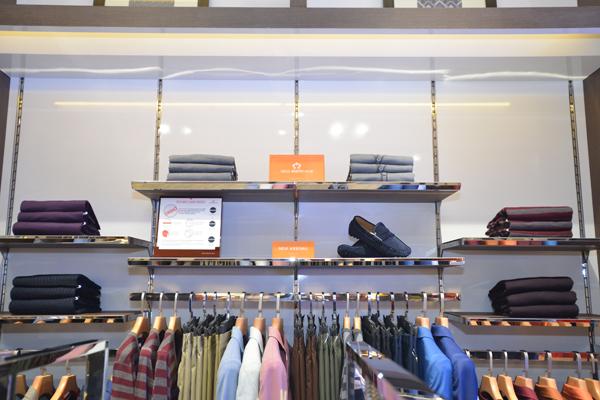 Cửa hàng Gio Bernini khai trương tại 108 Trần Duy Hưng, Hà Nội đánh dấu nỗ lực của thương hiệu nhằm đáp ứng nhu cầu của khách hàng. Phát triển hơn 8 dòng hàng khác nhau theo phong cách châu Âu hiện đại, Gio Bernini trở thành một trong những thương hiệu thời trang công sở nam được nhiều người quan tâm.