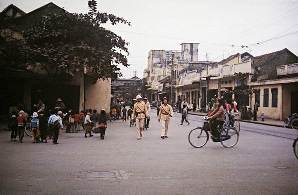 bo-anh-mau-ha-noi-nhung-nam-1970-goi-cam-xuc-boi-hoi-5