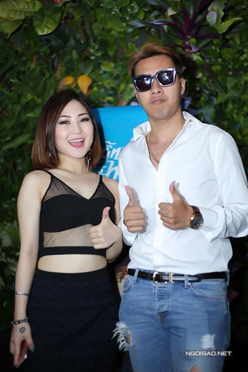 huong-tram-mac-sexy-di-hop-bao-4