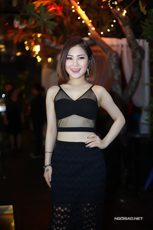 huong-tram-mac-sexy-di-hop-bao-1