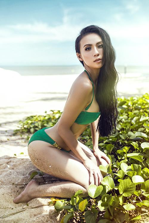 huyen-ny-nong-bong-cung-bikini-ruc-ro-2