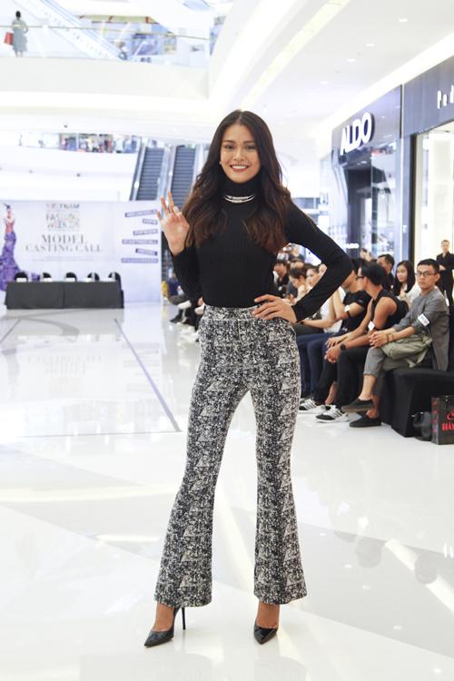 Cùng với Hoàng Thùy là sự góp mặt của Mâu Thủy - Quán quân Vietnam's Next Top Model 2013.
