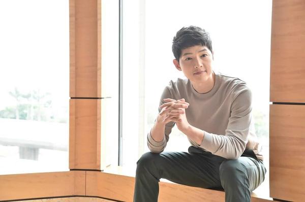 song-hye-kyo-diu-dang-trong-vong-tay-song-joong-ki-9