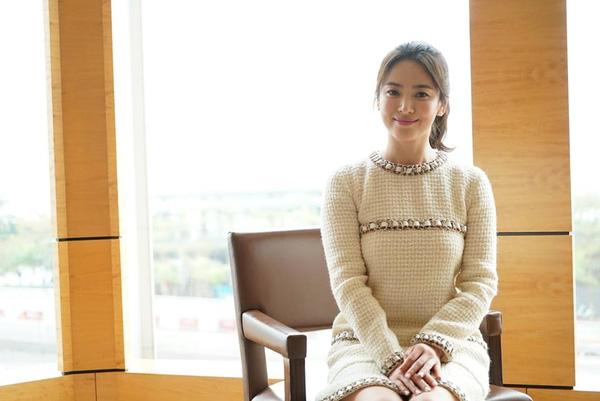 song-hye-kyo-diu-dang-trong-vong-tay-song-joong-ki-4
