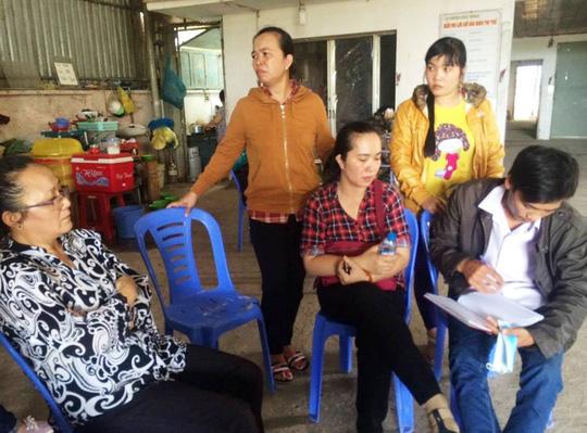 Người thân sản phụ tử vong bất thường đang chờ câu trả lời từ phía Bệnh viện huyện Bình Chánh.