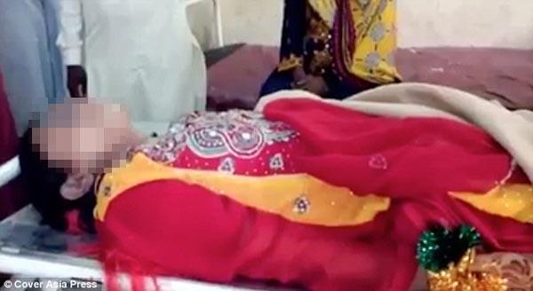 Cô dâu bị chồng mới cưới siết cổ chết ngay trong đêm tân hôn. Ảnh: Cover Asia Press