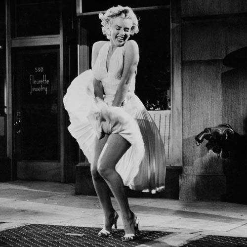 """Khoảnh khắc """"tốc váy"""" nổi tiếng của """"biểu tượng sex thế kỷ 20"""""""