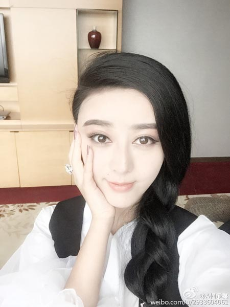 Điều đặc biệt là bạn trai của Chengxi rất ủng hộ cô, thậm chí anh này còn mở cả một tiệm thẩm mỹ để Chengxi hiện thực hóa ước mơ giống thần tượng.