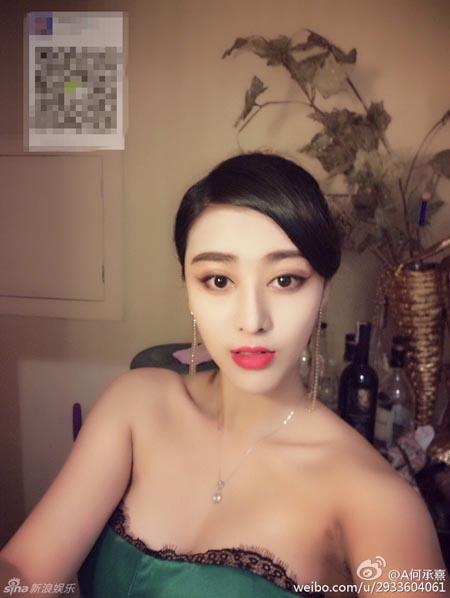 """Sau khi xuất hiện trên truyền hình quốc gia, các bức ảnh của """"bản sao Phạm Băng Băng"""" bắt đầu lan truyền trên mạng xã hội Trung Quốc. Nhiều thành viên bình luận họ thực sự không thể nhận ra đâu là Phạm Băng Băng thật và đâu là Phạm Băng Băng giả."""