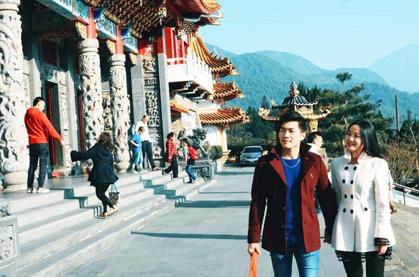 vo-chong-hong-phuong-say-dam-huong-tuan-trang-mat-7