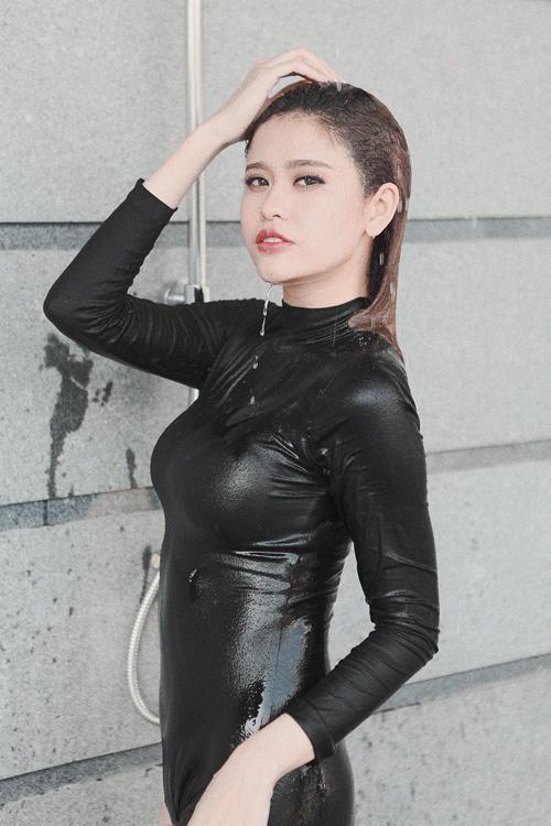 truong-quynh-anh-kheo-khoe-duong-cong-nong-bong-8