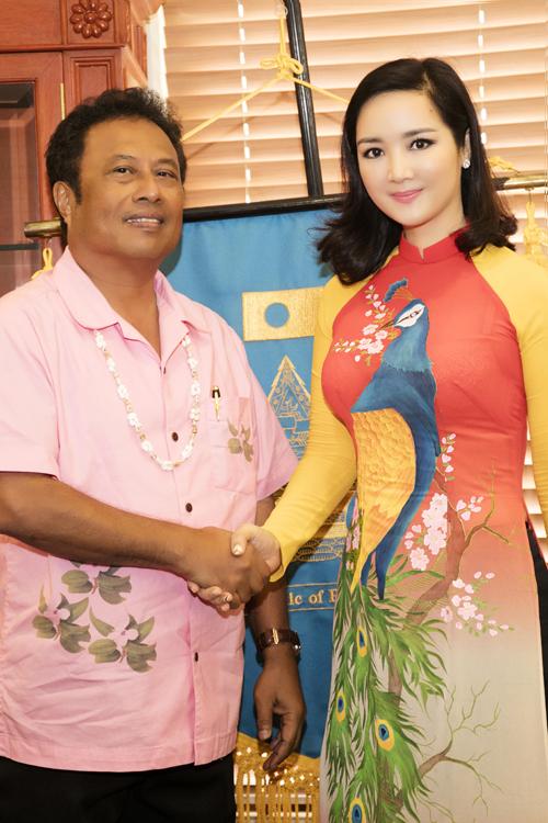 giang-my-duyen-dang-ao-dai-toi-tham-phu-tong-thong-palau-4