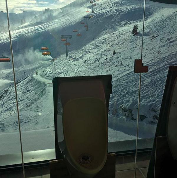 10-toilet-co-view-dep-chang-kem-gi-skybar-8