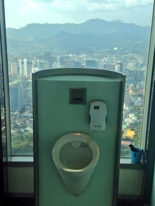 10-toilet-co-view-dep-chang-kem-gi-skybar-9