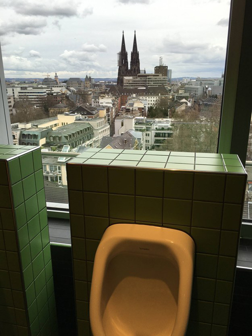 10-toilet-co-view-dep-chang-kem-gi-skybar-1