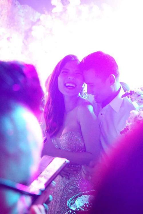 Lương Thế Thành - Thúy Diễm đã có hôn lễ như cổ tích vào tối qua tại TP HCM với sự tham gia của đông đảo bạn bè nghệ sĩ.