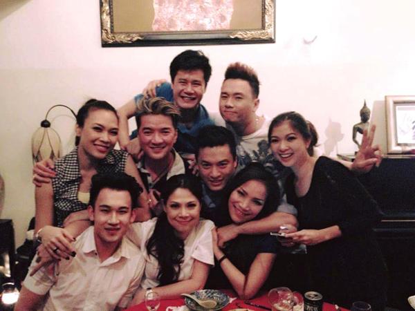 Thanh Thảo chia sẻ lại bức ảnh chụp năm 2012 cùng dàn sao khủng. Cô vui mừng thông báo: