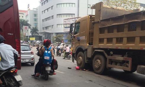 Cô gái bị xe tải cán chết trước bến xe Mỹ Đình