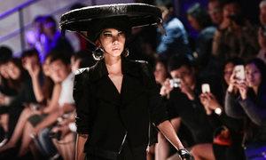 Xuân Lan mở màn show Kelly Bùi ở Thượng Hải