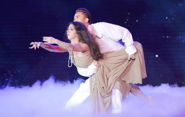 Giám khảo Trần Ly Ly nhận xét, trong nhiều năm chấm thi 'Bước nhảy hoàn vũ', ST là thí sinh nam có kỹ thuật tốt từ dance sport đến múa đương đại, múa Nga. Anh giữ vững phong độ từ show diễn đầu tiên cho đến hiện tại.