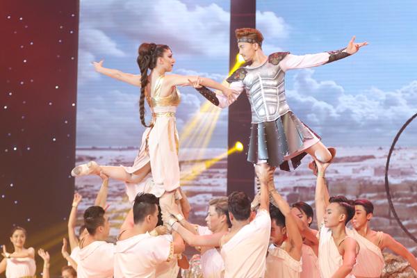 Trong mắt Khánh Thi, ST là thí sinh có đầy đủ kỹ năng của một ngôi sao trên sân khấu khiêu vũ.
