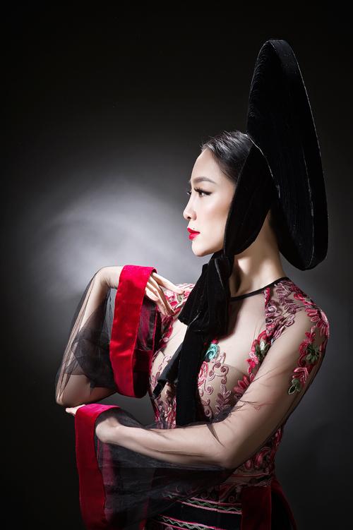 linh-nga-sexy-voi-ao-dai-xuyen-thau-7