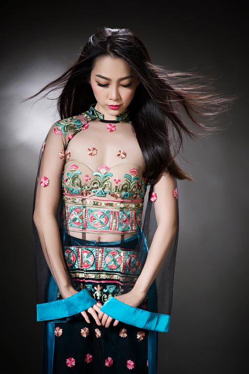 linh-nga-sexy-voi-ao-dai-xuyen-thau-1