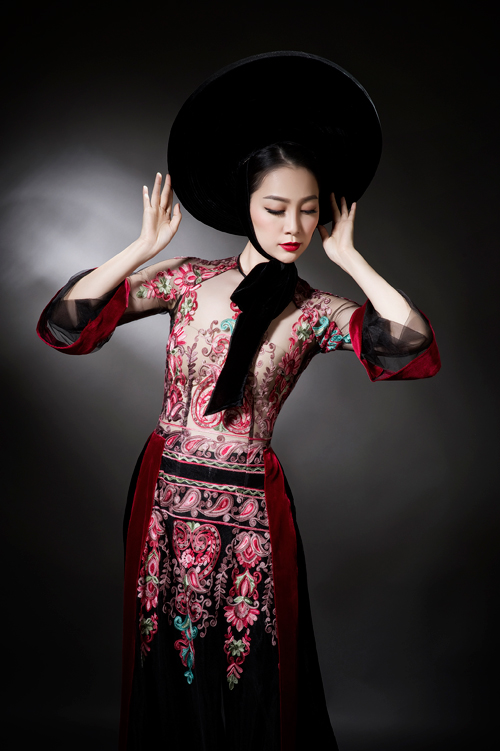 linh-nga-sexy-voi-ao-dai-xuyen-thau-5