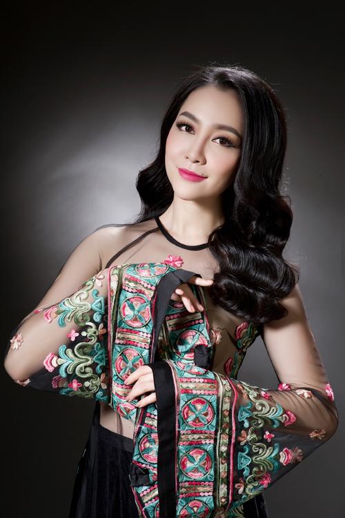 linh-nga-sexy-voi-ao-dai-xuyen-thau-10