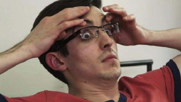 Alejandro AJ Fragoso xem tivi liền suốt gần 4 ngày và được công nhận kỷ lục thế giới. Ảnh: Oddity Central