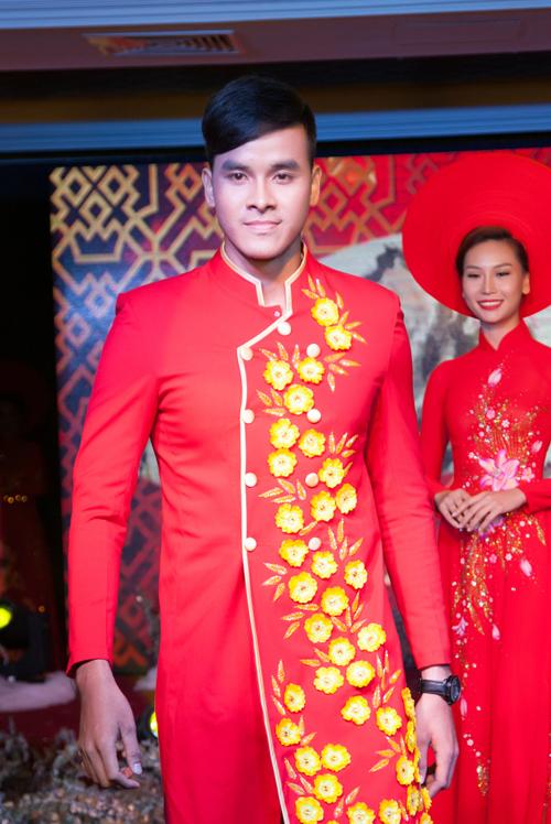 sac-do-vang-sang-trong-tren-ao-dai-cuoi-uyen-uong-4